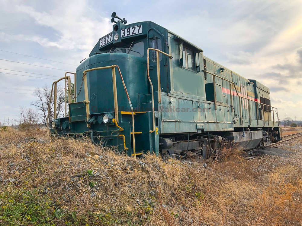GE U23B Locomotive #3927
